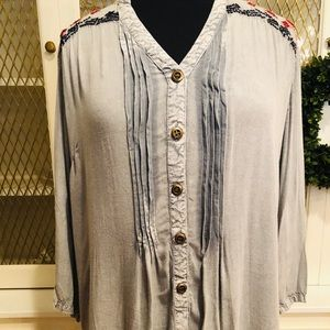Solitaire Woman's Large Embroidered Blouse